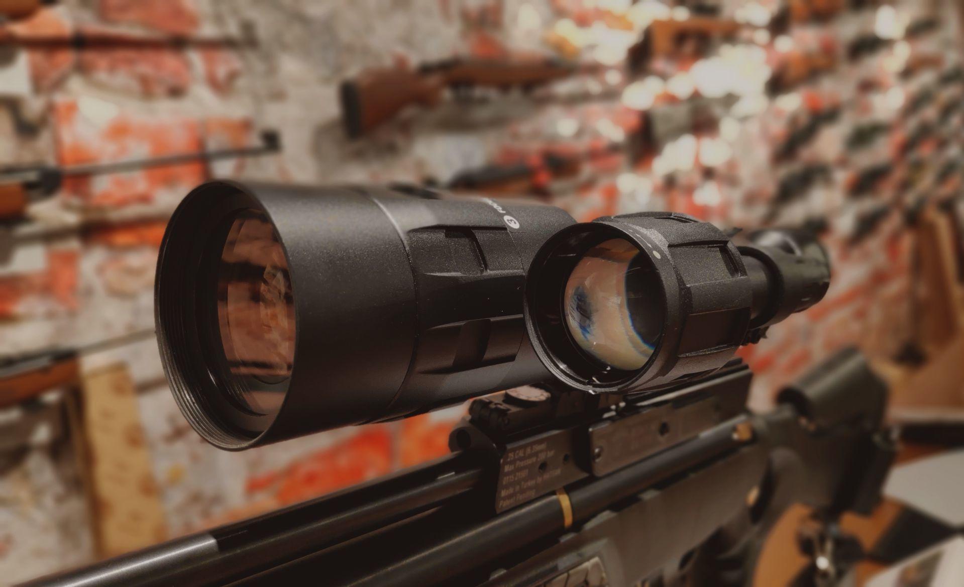De ATN X-Sight met infraroodlamp op de Hatsan BT-65 SB