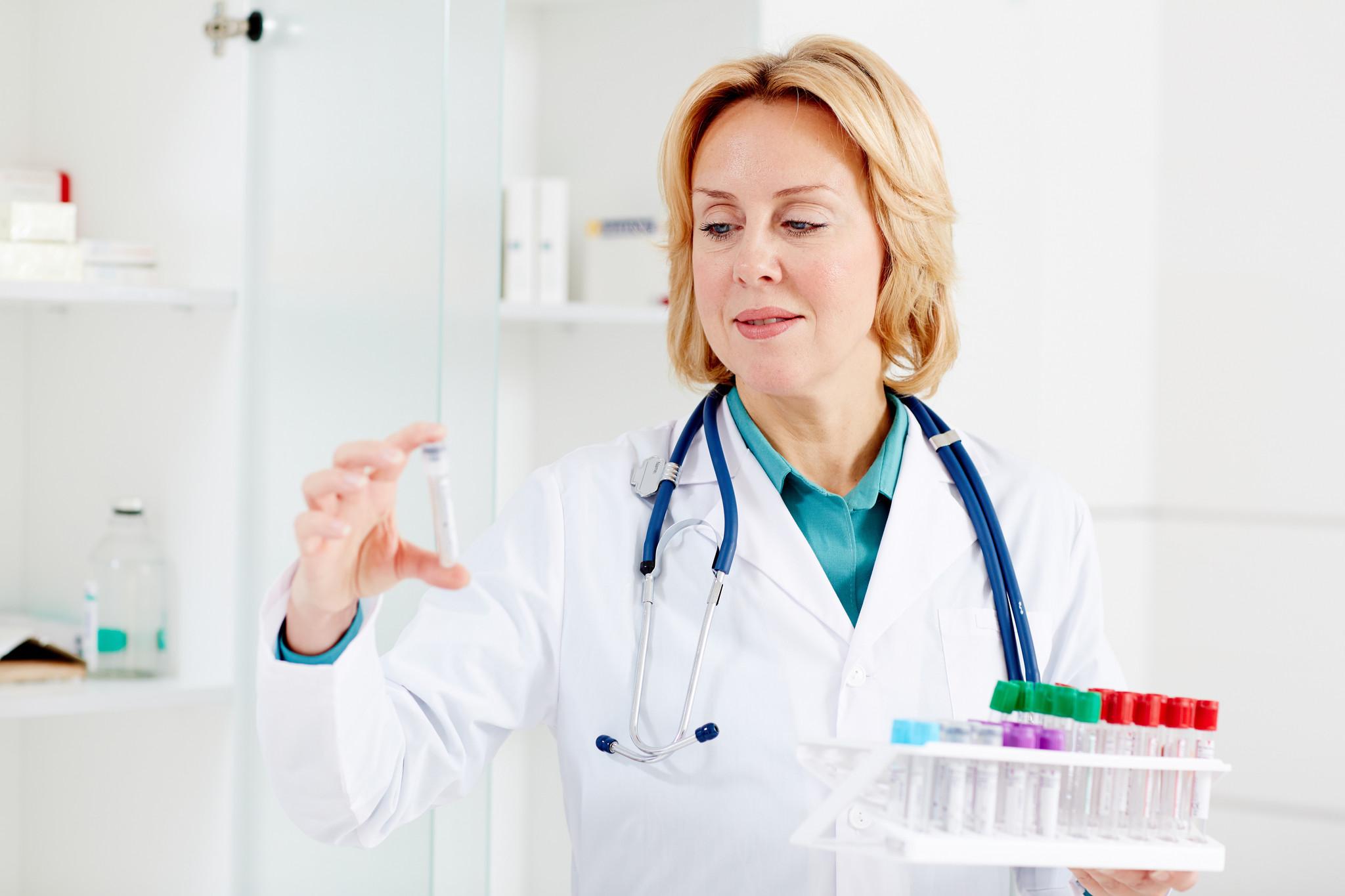 Medikamentenkühlschrank DIN 58345 Fernalarm Alarmweiterleitung potentialfreier Kontakt