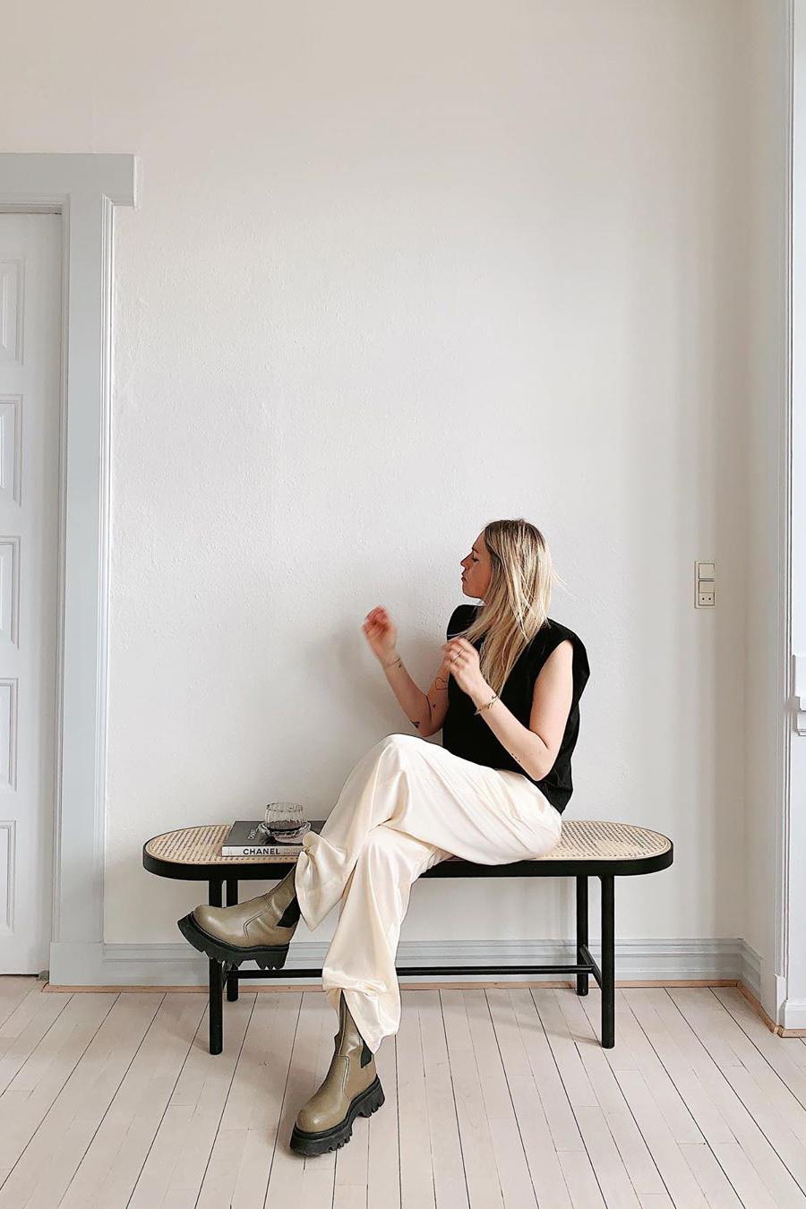 Eduarda Tee - Black-2