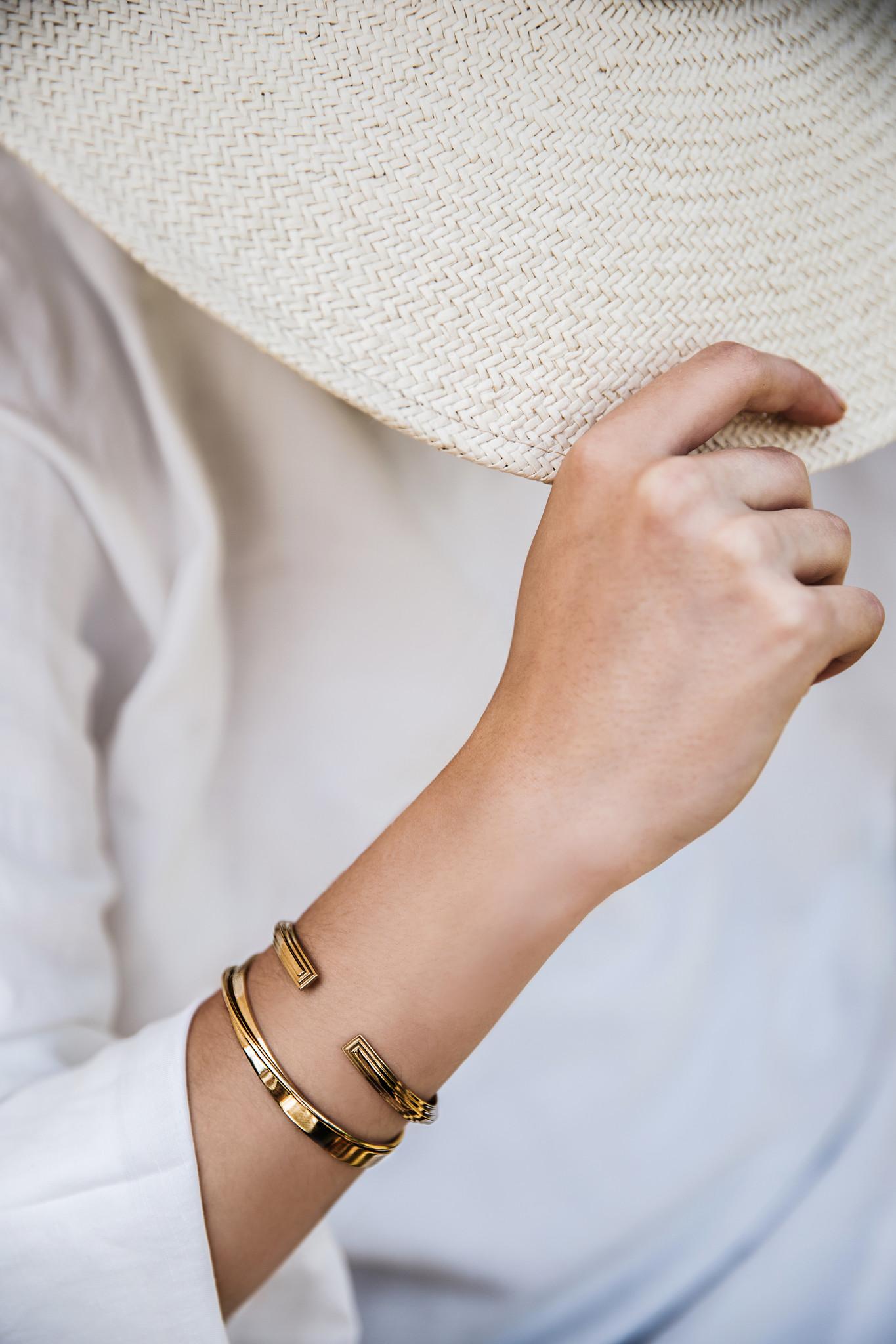 Curved Bracelet - Gold-2