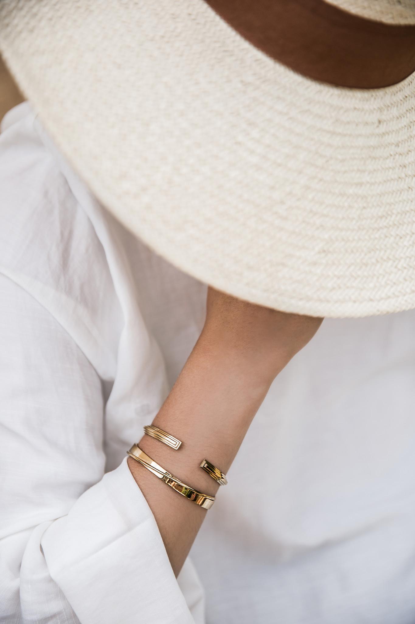 Curved Bracelet - Gold-3