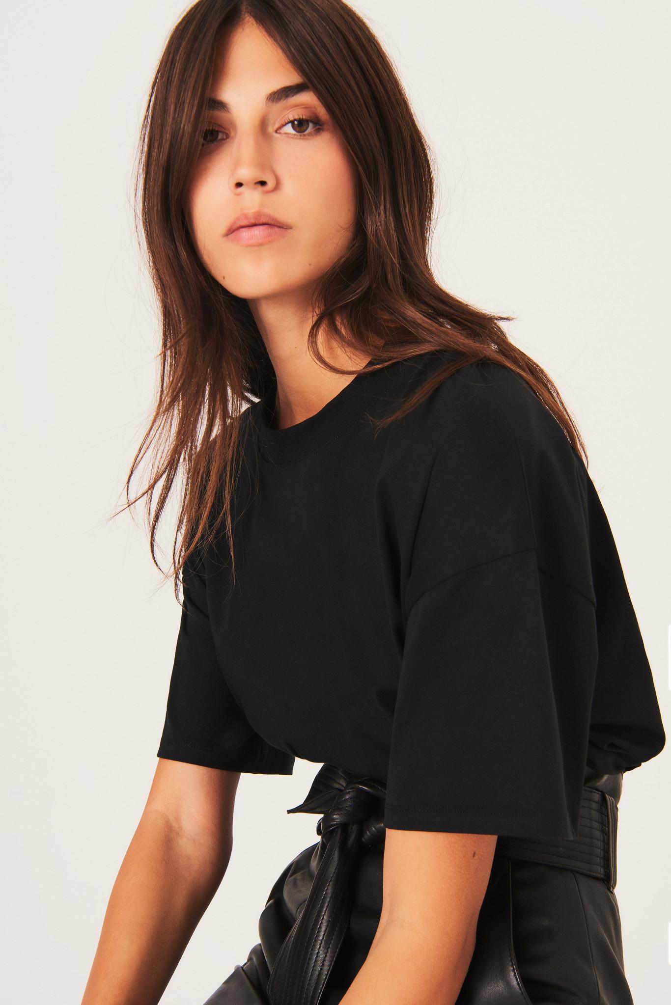 Amor T-Shirt - Black-2