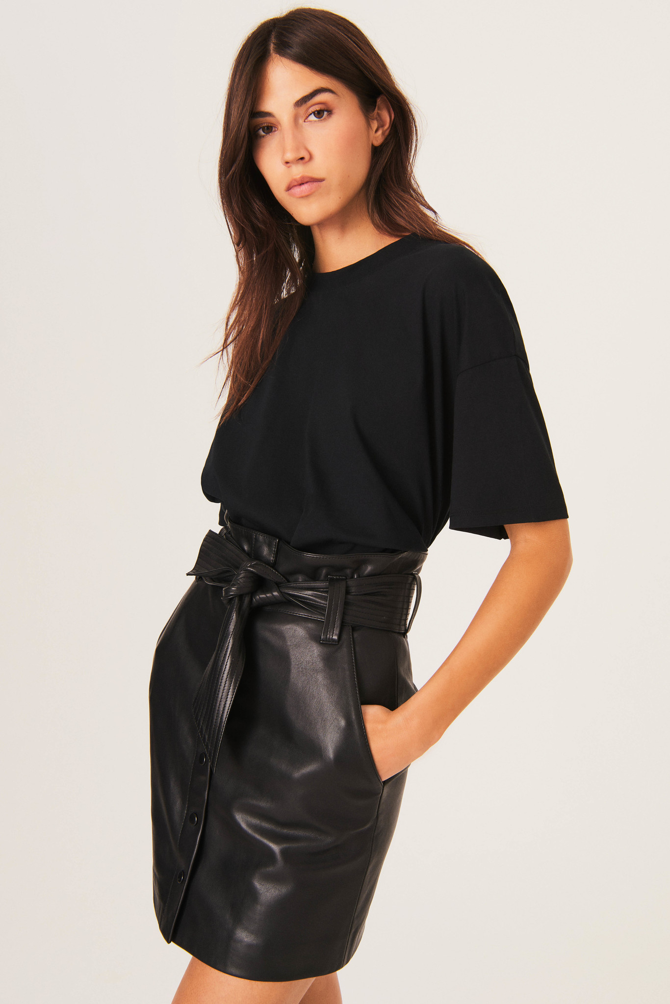 Amor T-Shirt - Black-5