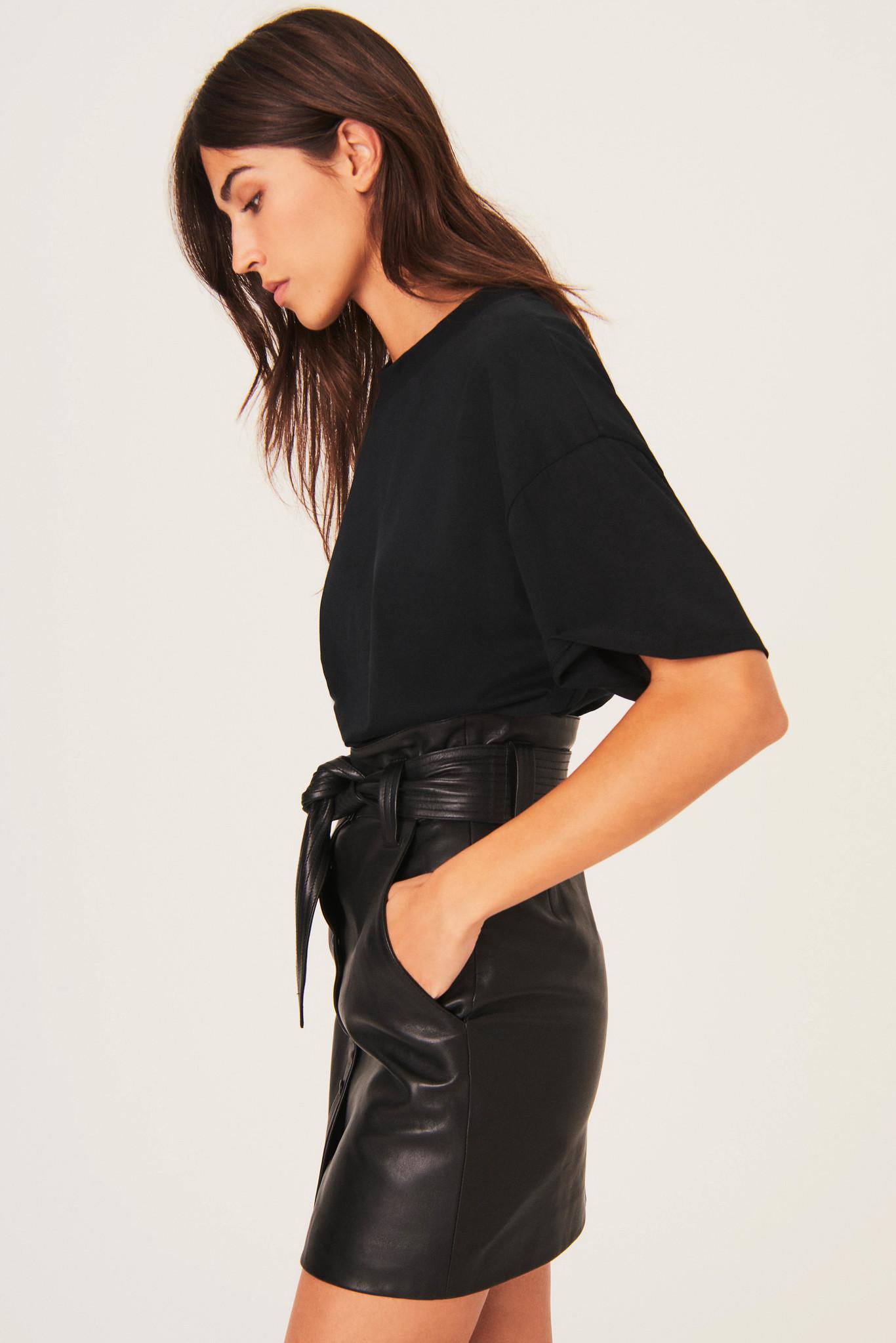 Amor T-Shirt - Black-6