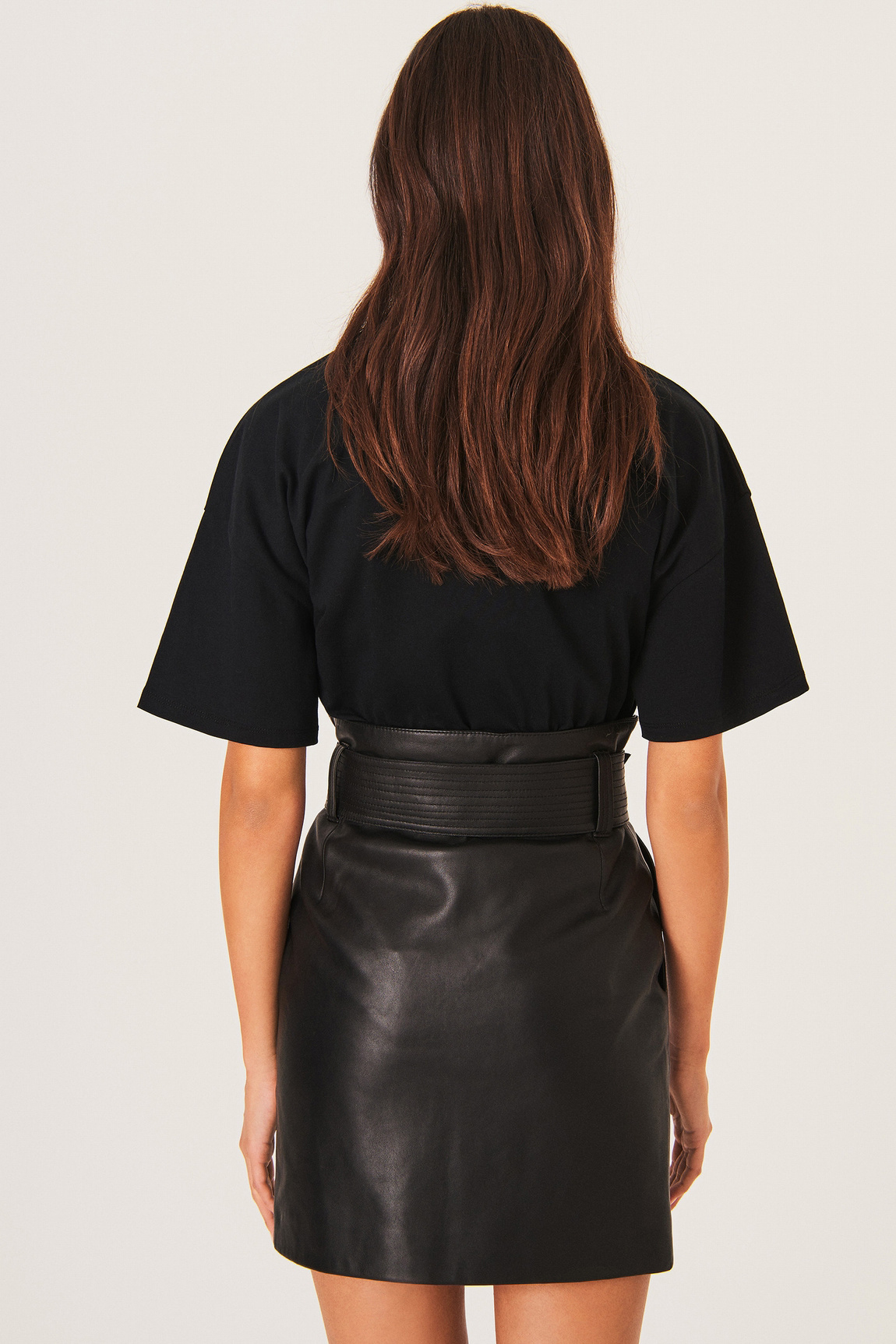 Amor T-Shirt - Black-7