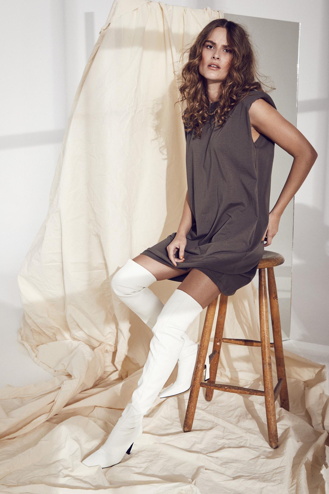 Eduarda Tee Dress - Black-5