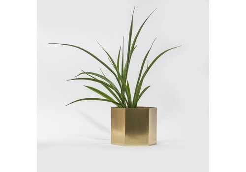 Ferm Living  Hexagon pot brass