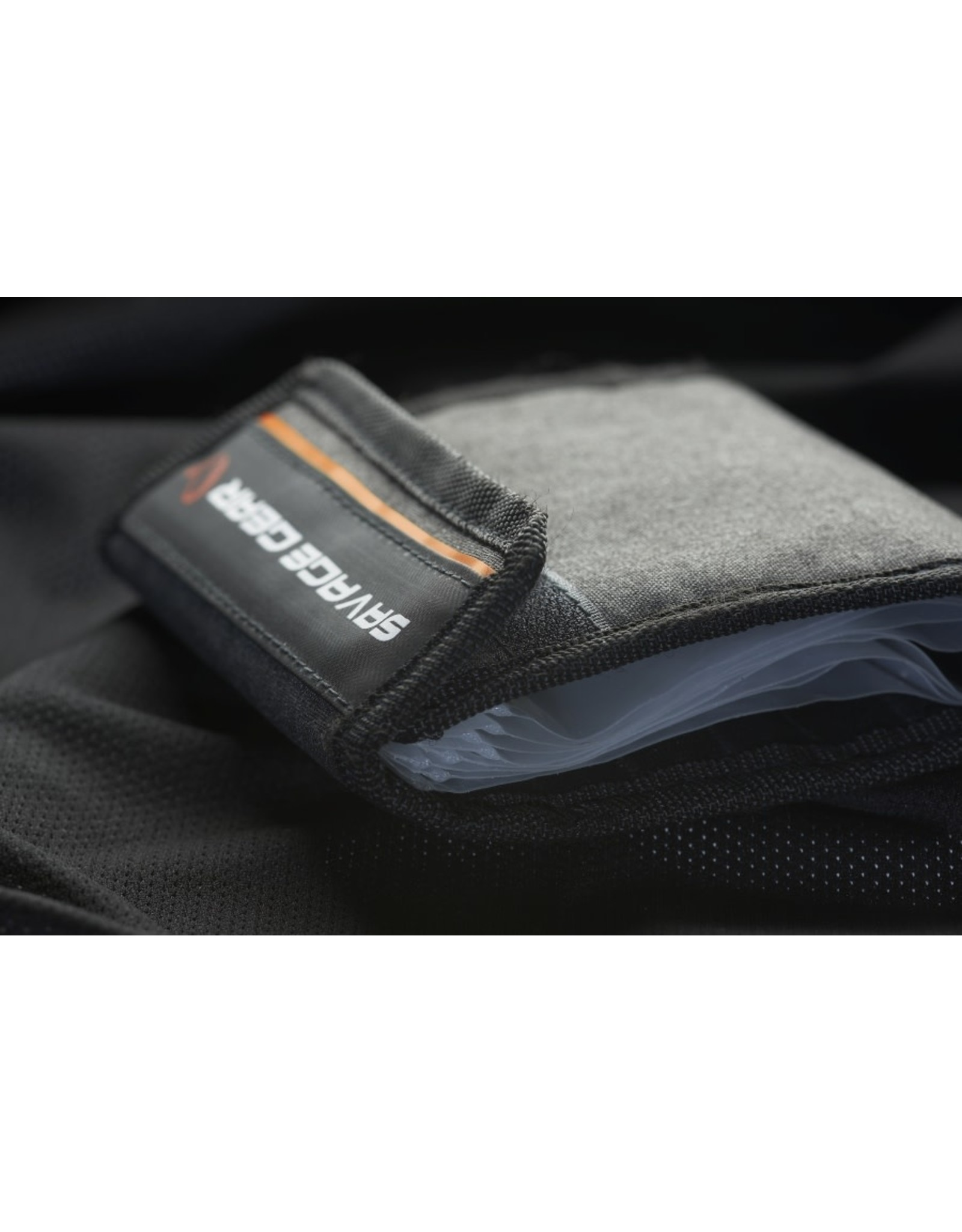 SAVAGE GEAR FLIP WALLET RIG AND LURE HOLDS 14 & 8 BAGS 14x14CM