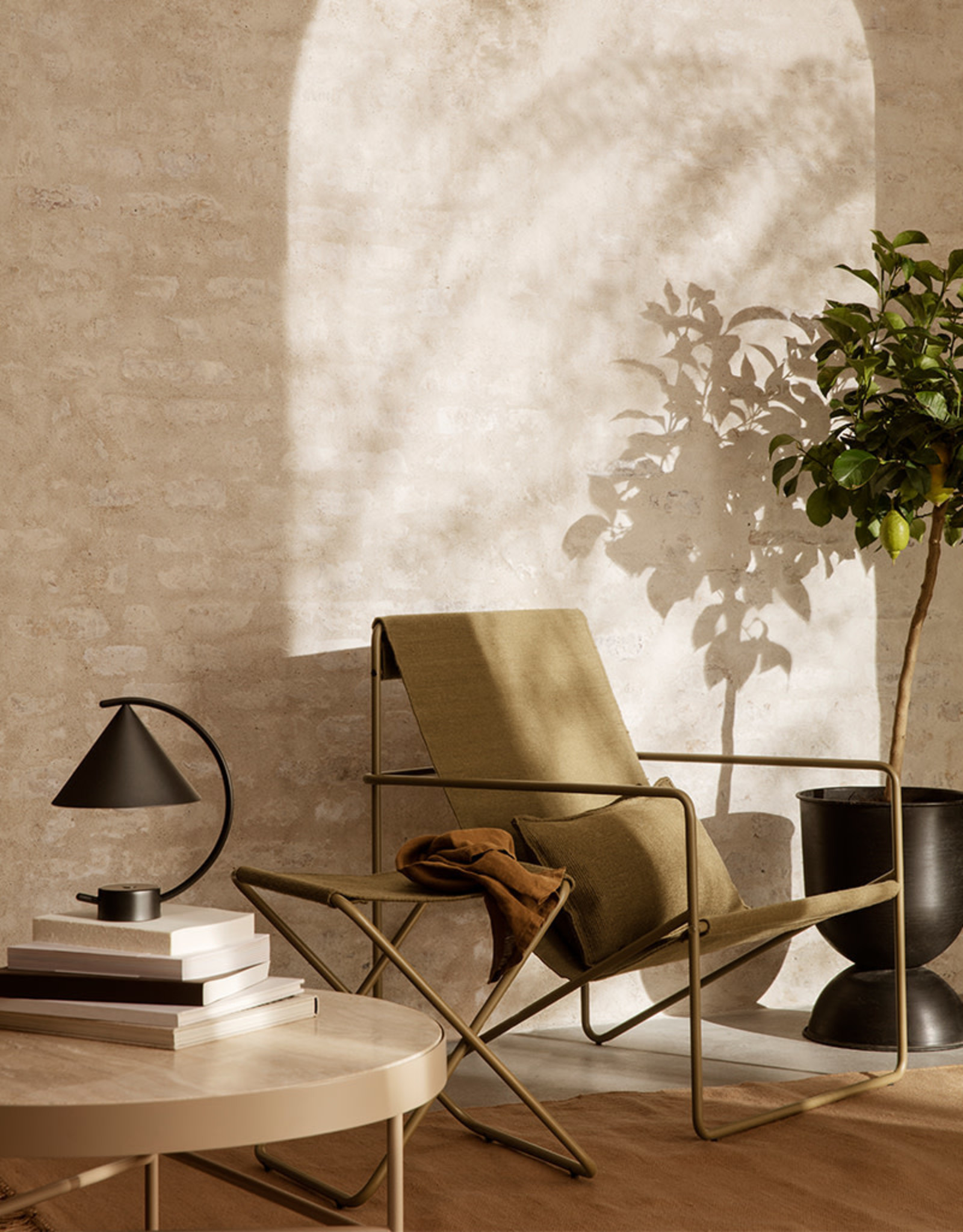 FERM LIVING FERM LIVING Desert Lounge Chair Black/Olive