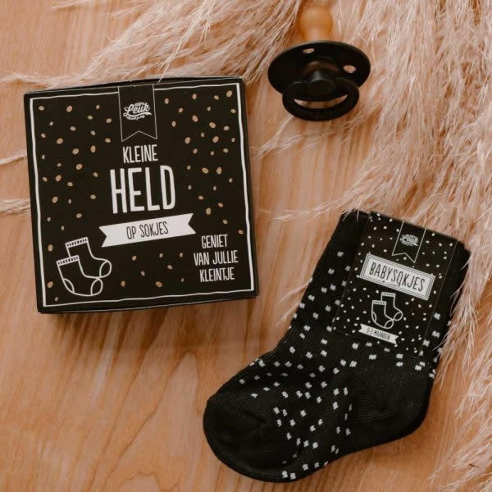 100% leuk Kleine held op sokken