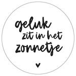 Zoedt Muurcirkel wit met tekst 'Geluk zit in het zonnetje'
