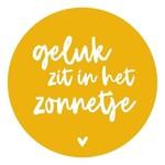 Zoedt Muurcirkel okergeel met tekst 'Geluk zit in het zonnetje' 20x20cm