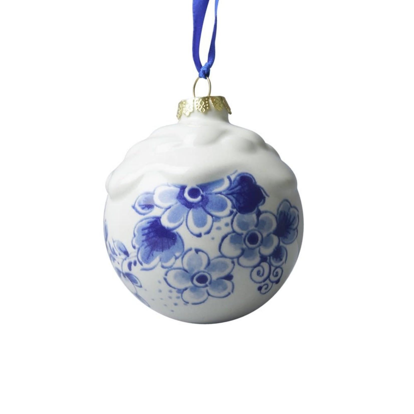 Heinen Delfts Blauw Kerstbal met sneeuw