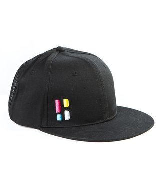 Snapback / cap with emblem - black