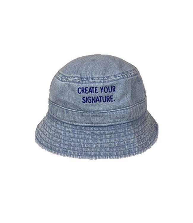 """Blauwe """"Create Your Signature""""  Bucket Hat (geborduurd)"""