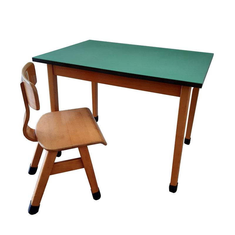 vintage kindertafel met stoel