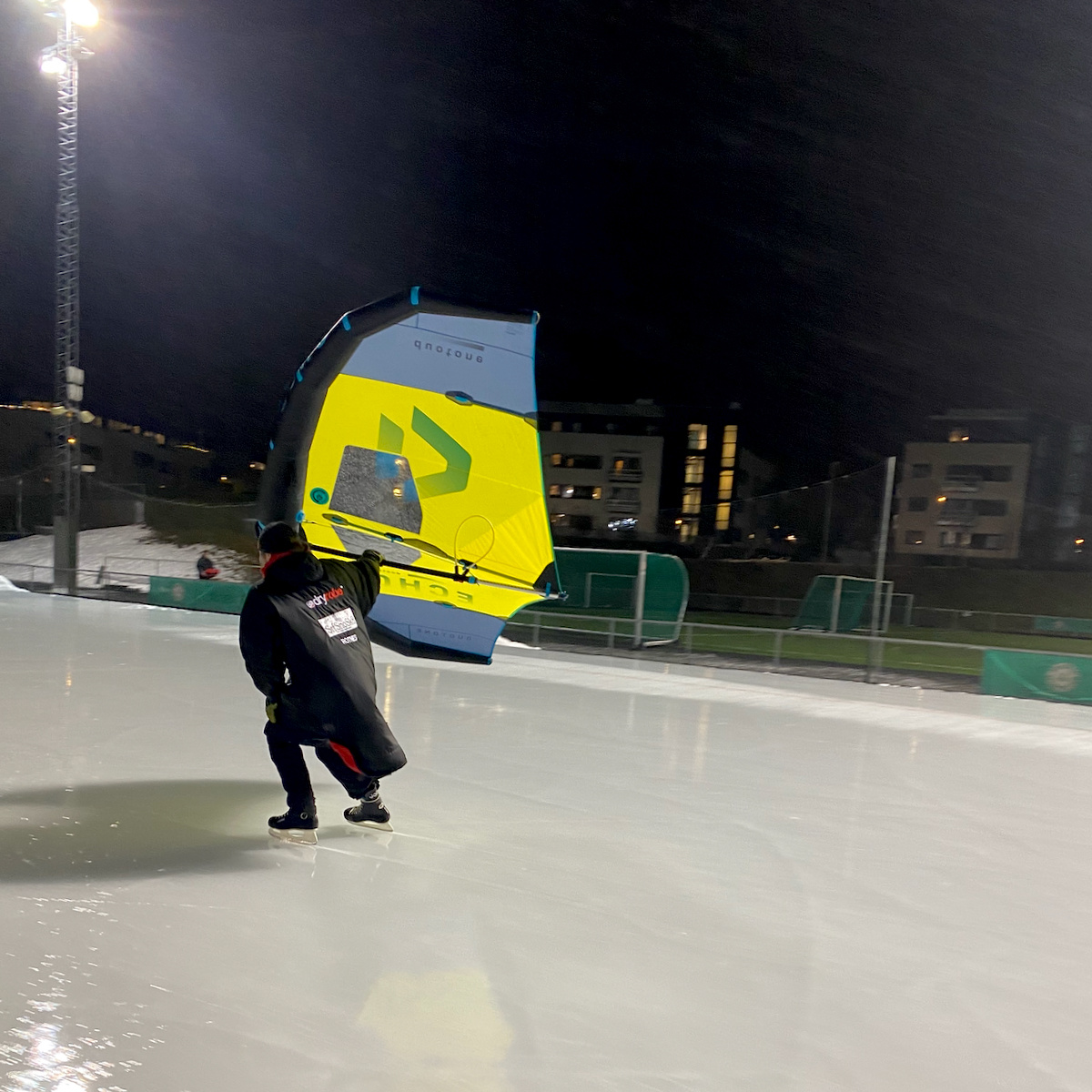 Wingfoil ice skate