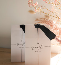 Bastion Collections Cadeau zakje ' Sparkle everyday' met kleine hart-pepermuntjes | Bastion Collections