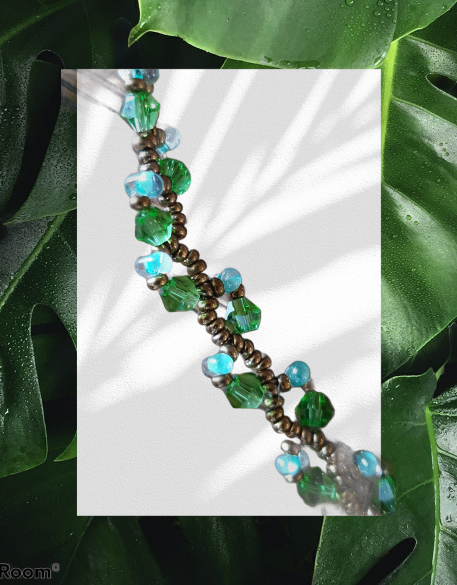seazido - wevyra green - white swarovski necklace with copper loop