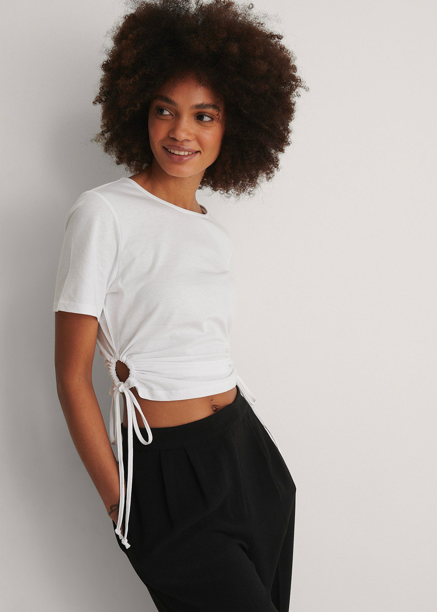 Cut Out Cropped Detail T-shirt-1
