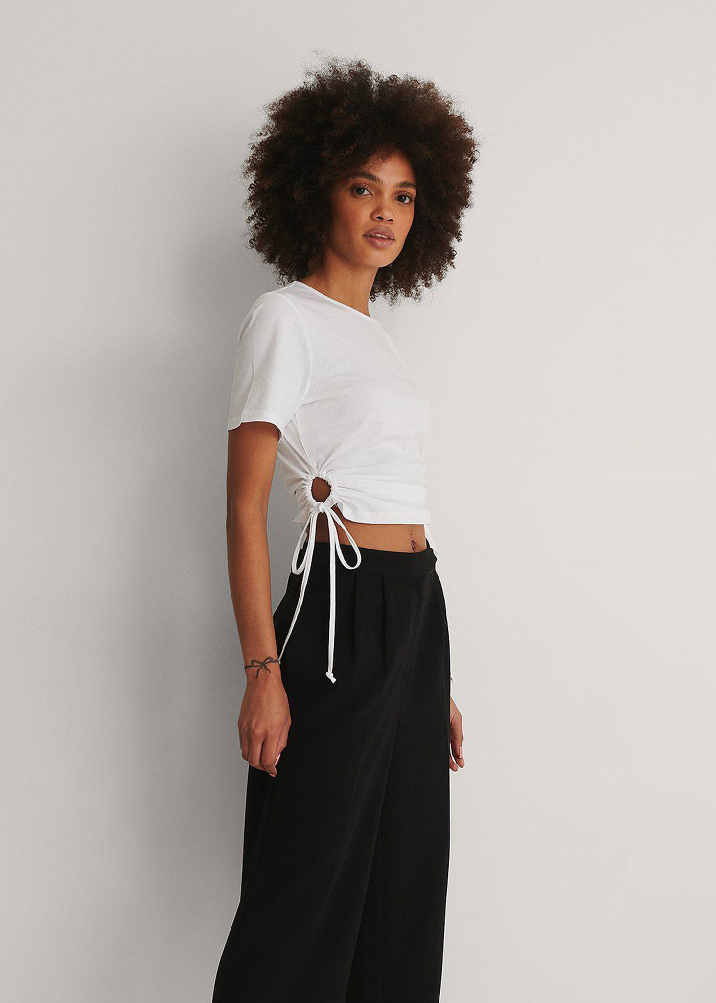Cut Out Cropped Detail T-shirt-2