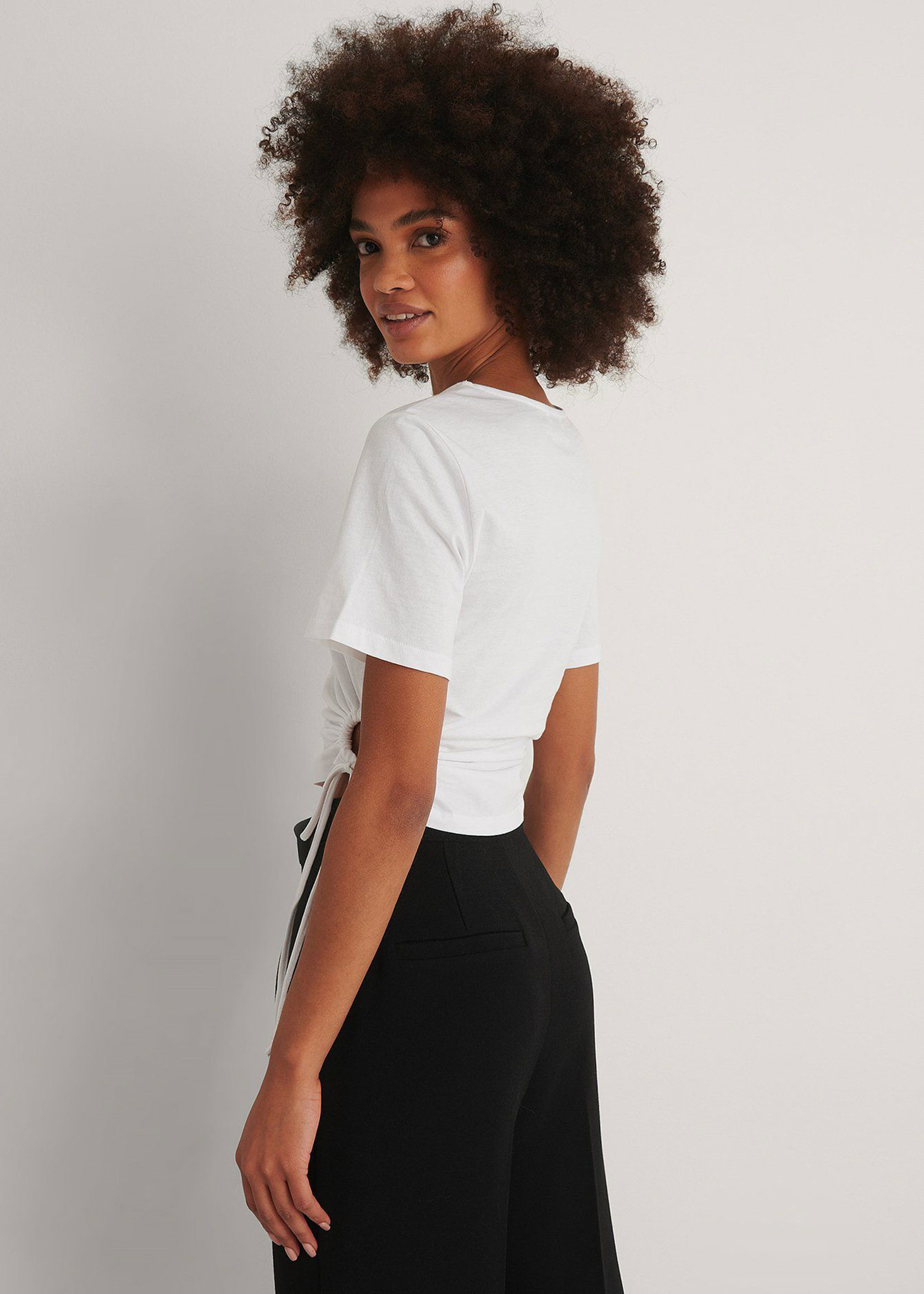 Cut Out Cropped Detail T-shirt-3