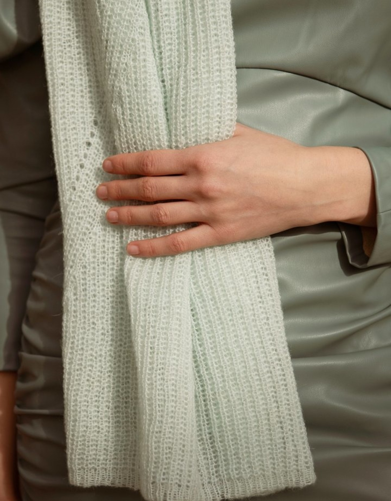 leselles scarf Jille pastel green