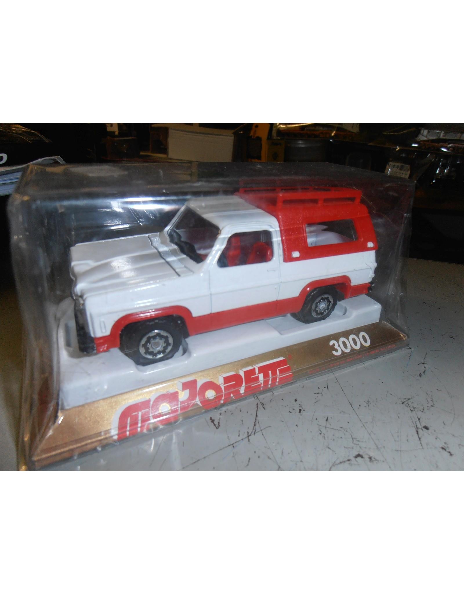Chevrolet CHEVROLET BLAZER(white/red)