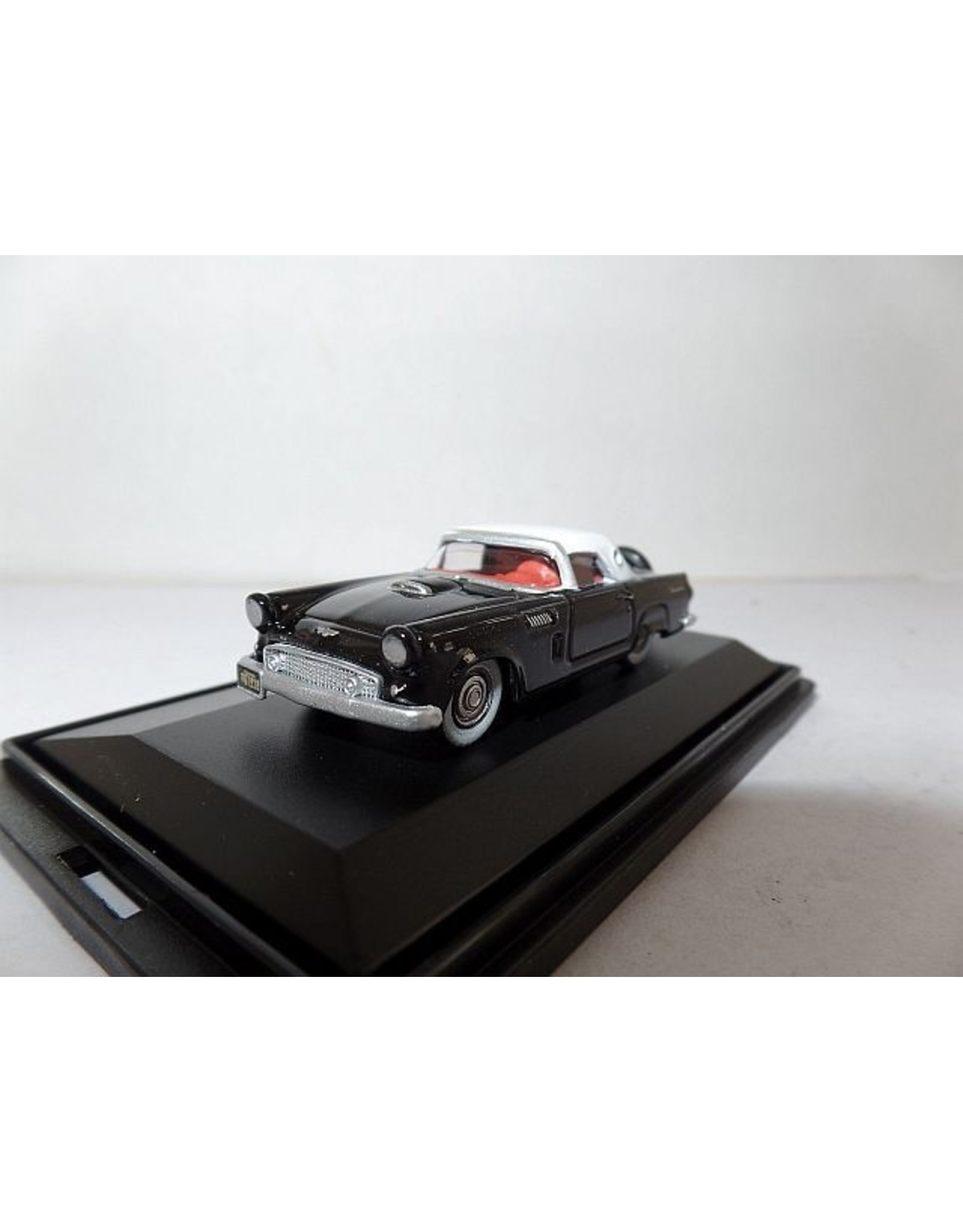 Ford USA FORD THUNDERBIRD 1956(paper black/corral white)