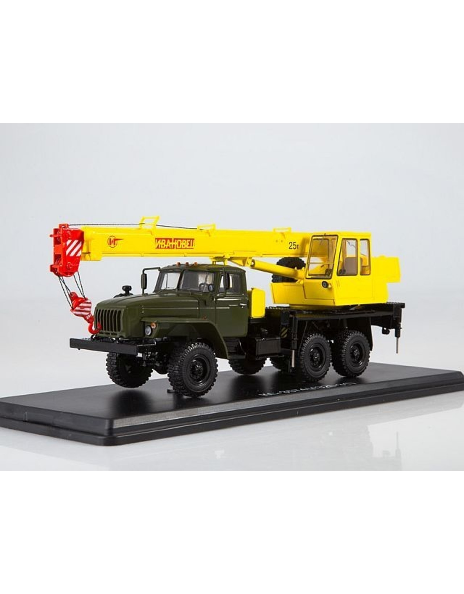 URAL AUTOMOTIVE PLANT CRANE TRUCK KS-3574(URAL-4320-31)olive/yellow