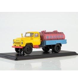 "GAZ ACPT-3,3(GAZ-53,old radiator grill)MILK ""Autouexport"""