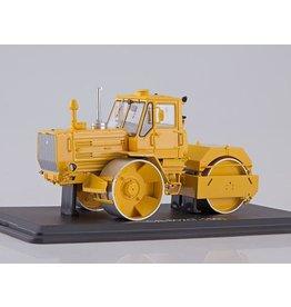 KhTZ(Karkivski Tractorni Zavod) Asphalt Roller SD-802(T-150)