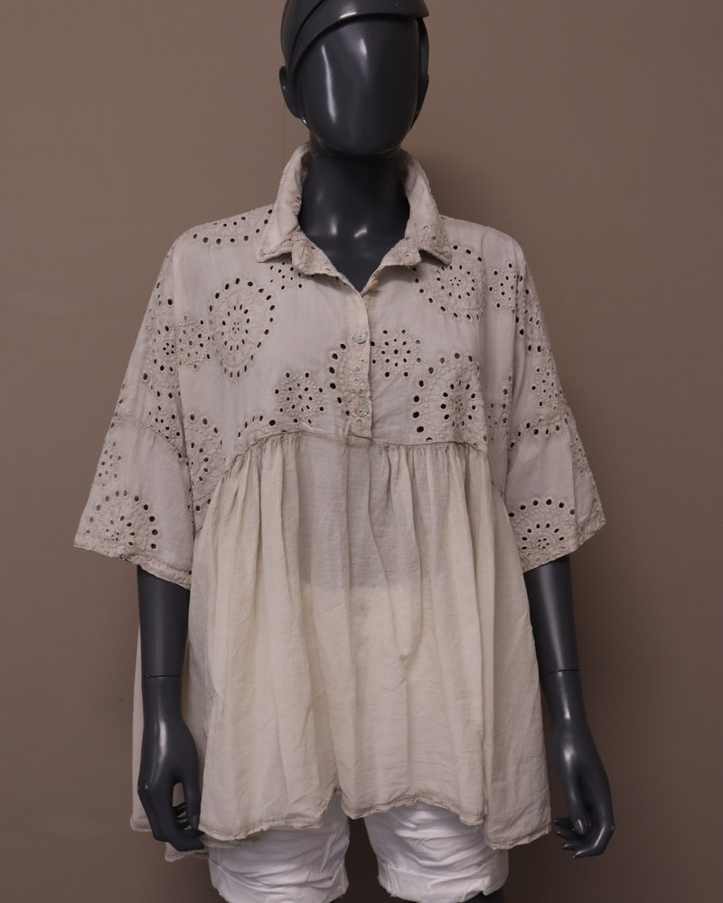 oversized blouse broderie beige