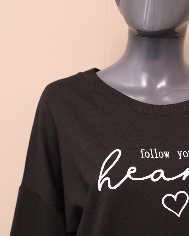 """Sweater """"Follow your heart"""" zwart"""