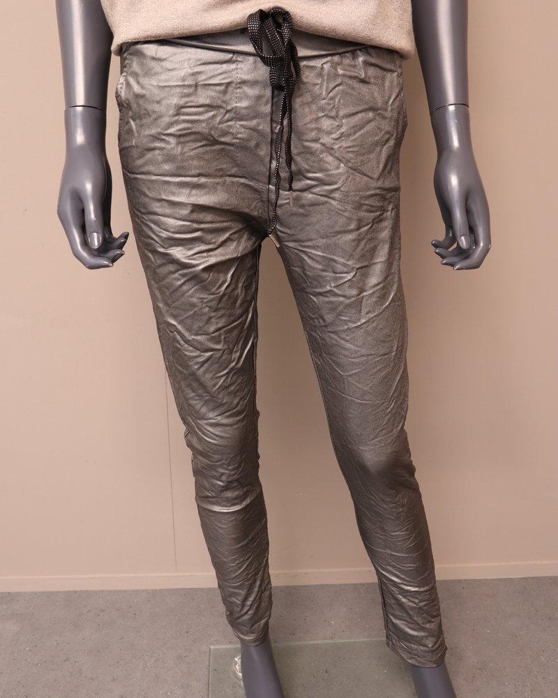 Comfi broek leatherlook taupe/metallic