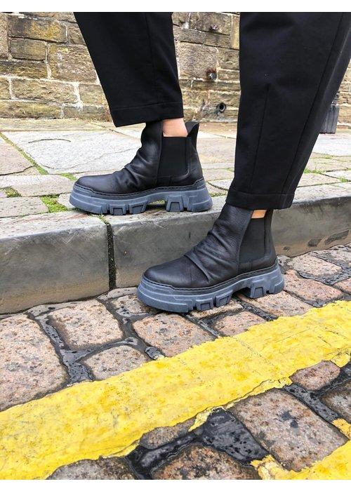 LOFINA Lofina Ruched Chelsea Boots
