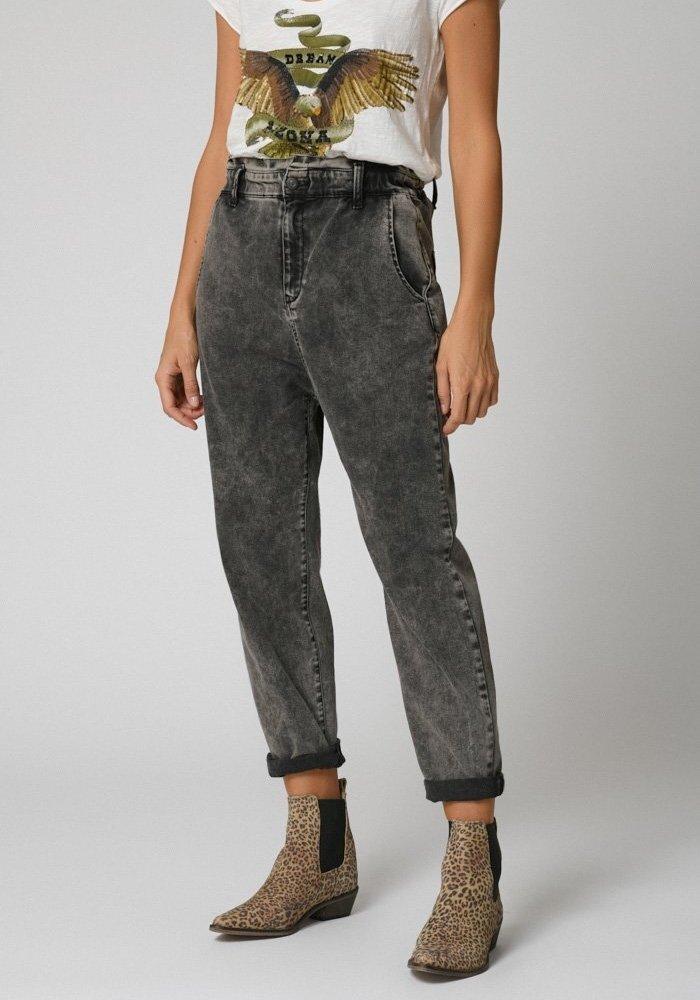 Five Marilyn Mom Jeans