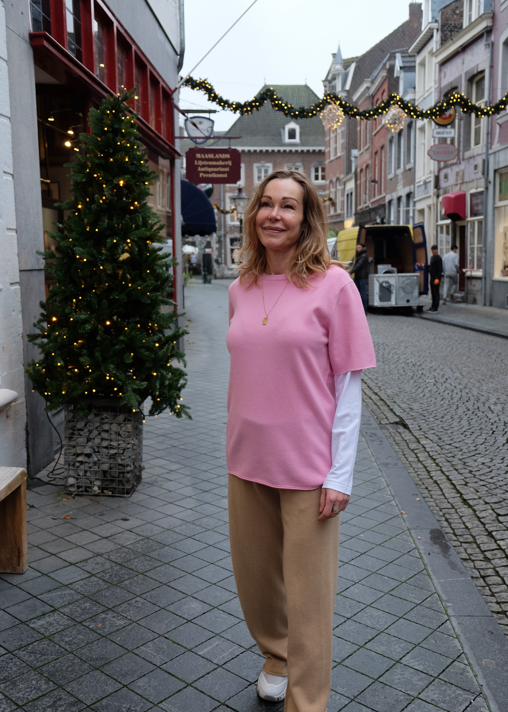 extremecashmere x extreme cashmere tee glamour pink