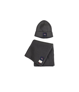 Knitted hat and scarf - Grey