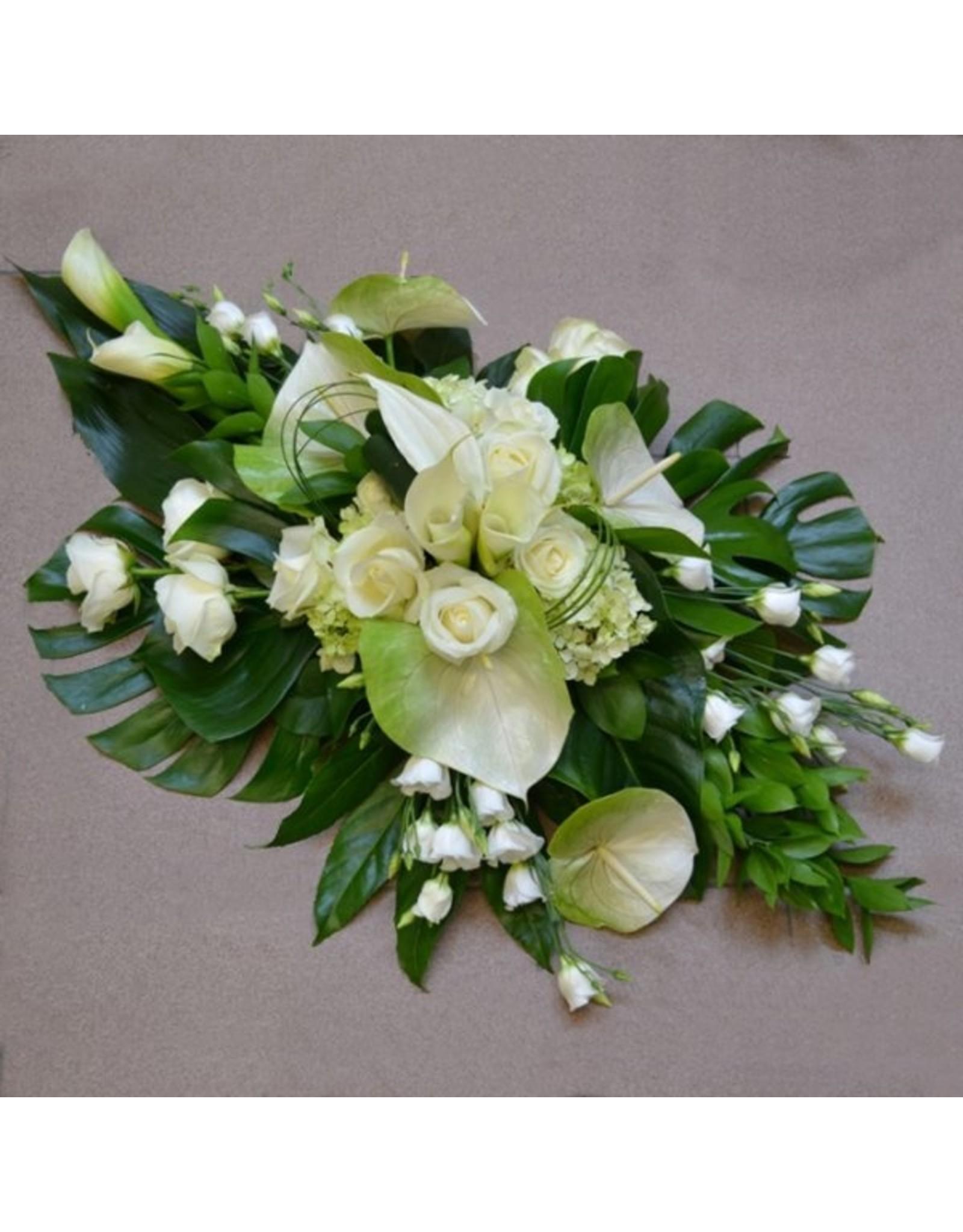 Middelgroot bloemstuk met fijne snijbloemen