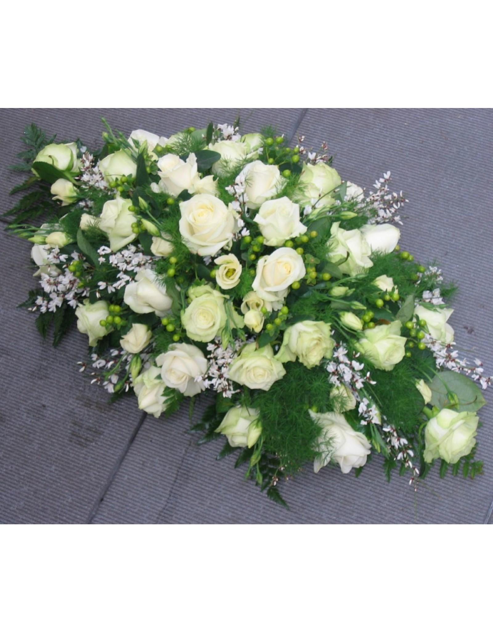 Langwerpig middelgroot tot groot bloemstuk