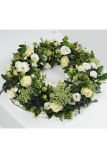 rouwkrans volledig uitgewerkt met veel bloemen in kleur naar keuze
