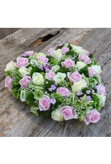 Groot hart met  veel bloemen
