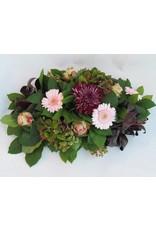langwerpig stuk met hortensia en andere bloemenmaten