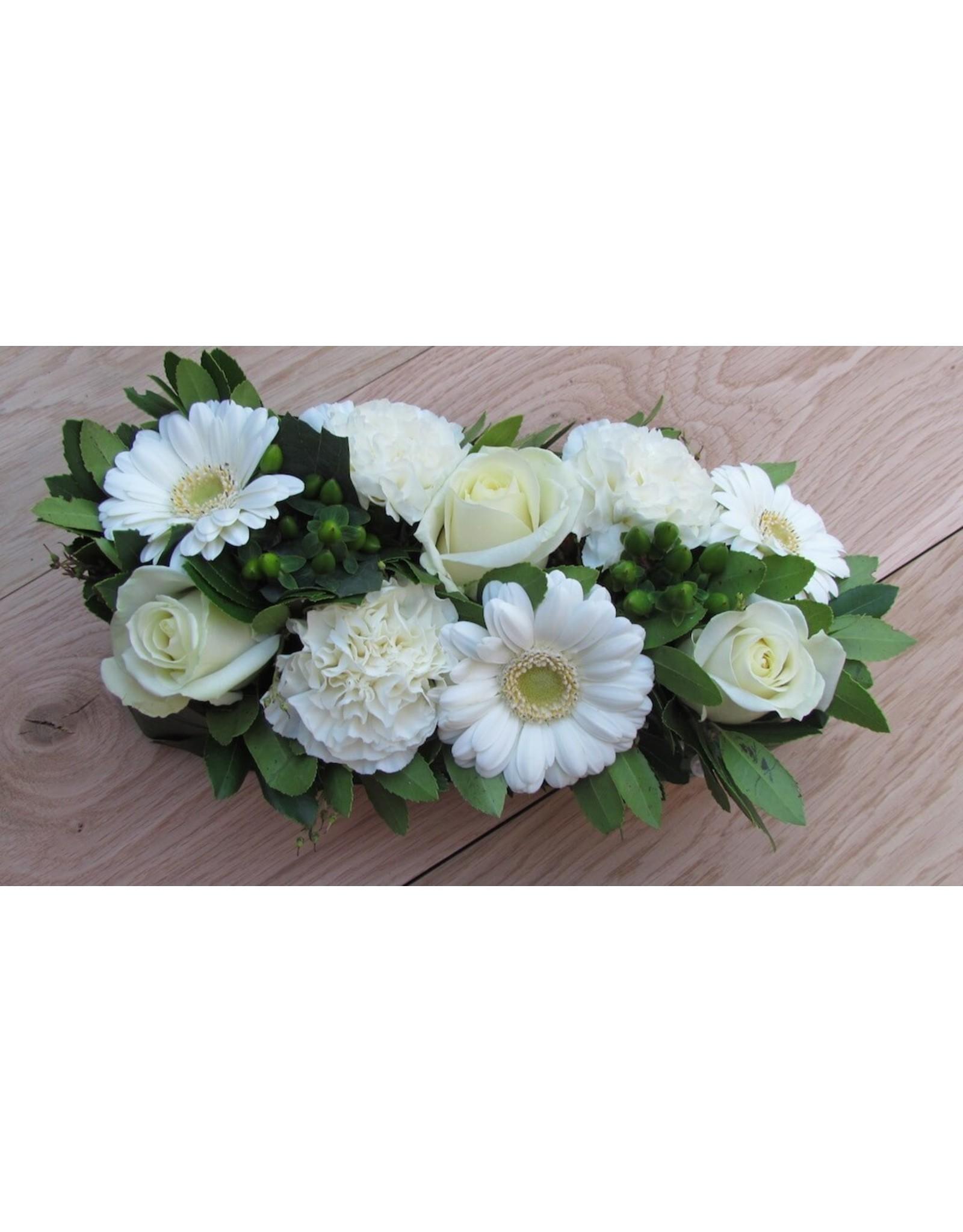klein rouwstuk met  fijne bloemen in 2 maten