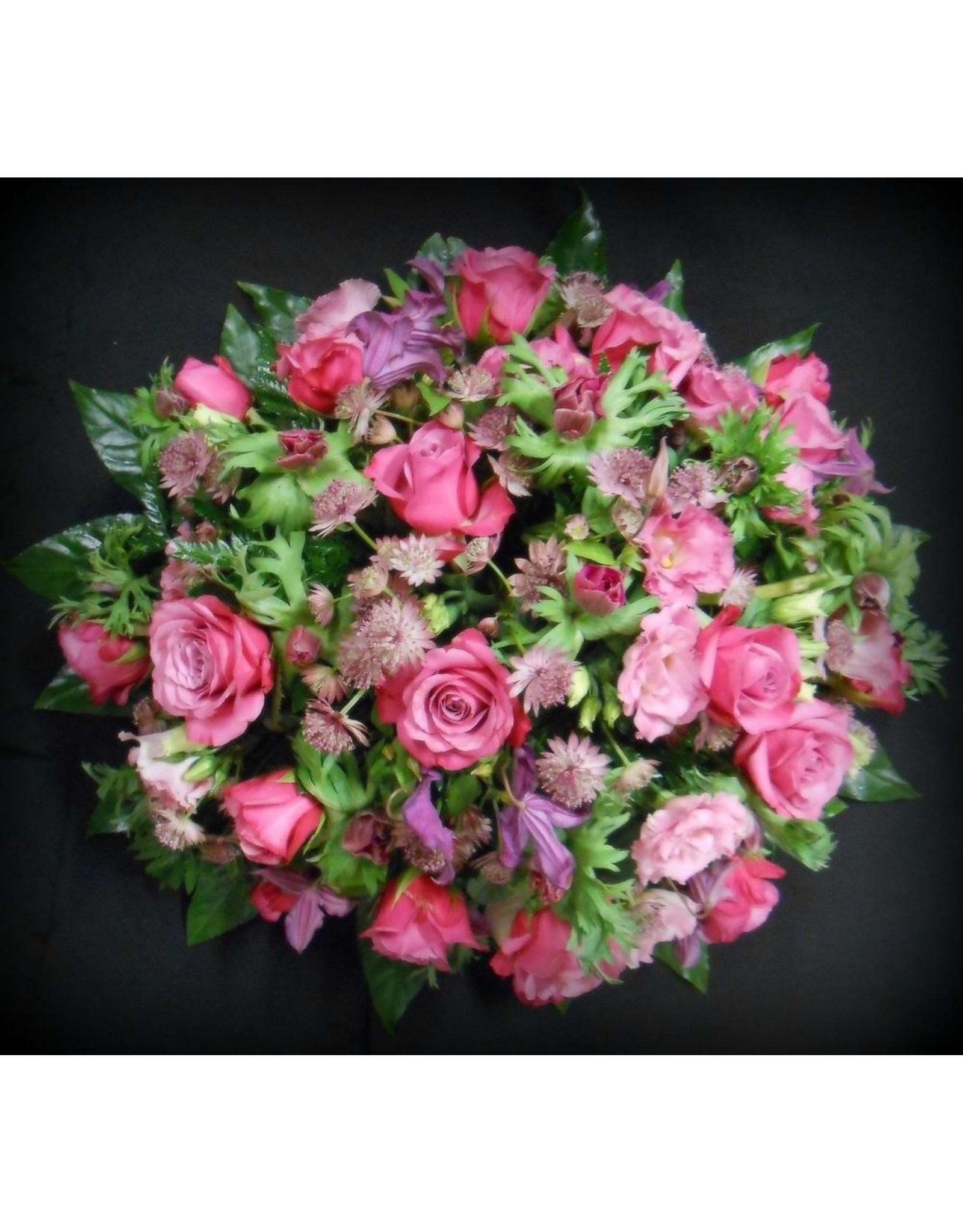 rondrouwstuk  met  fijne bloemen