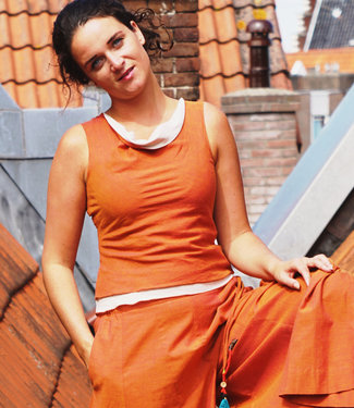 Upasana Mouwloz̧e oranje top biologisch katoen