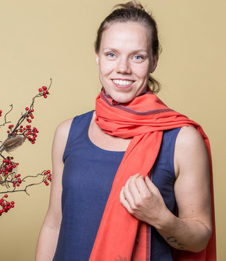 Upasana Sjaal katoen rood ingeweven motief
