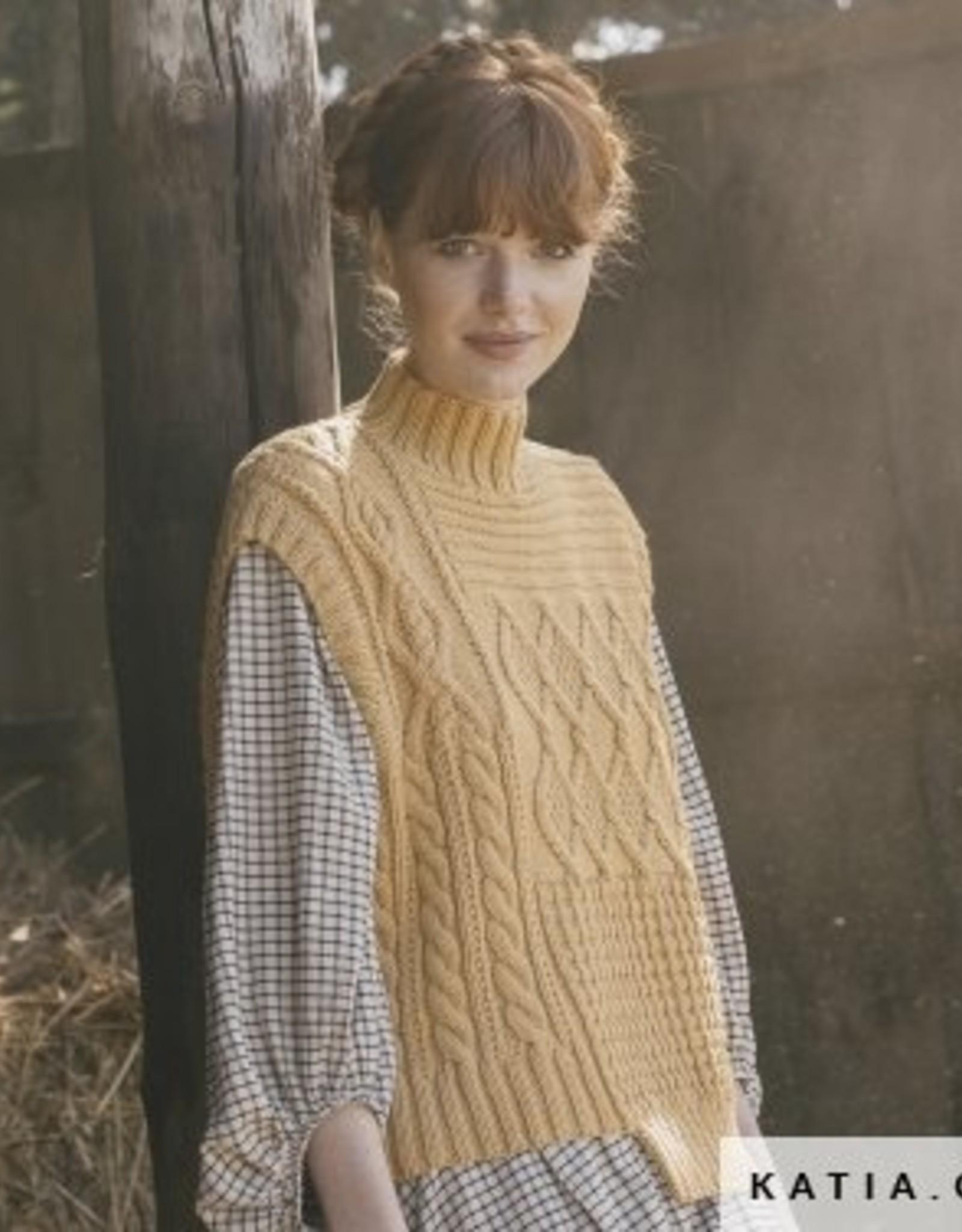Katia Spencer in verschillende steken met rolkraag Arles Merino