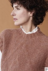 Katia Spencer met ronde hals en subtiel reliëf van Alpaca Silver